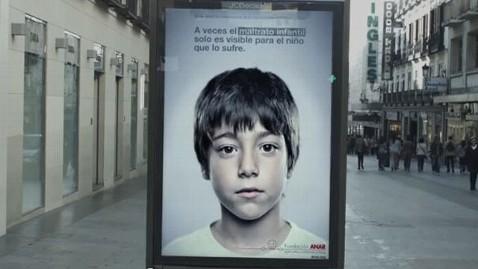Campanha contra maus-tratos tem imagem que só crianças veem