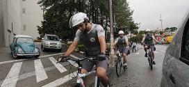 Moradores doam bicicletas a policiais na zona sul de SP