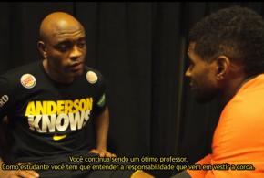 Anderson Silva se emociona ao ser consolado por famosos após derrota