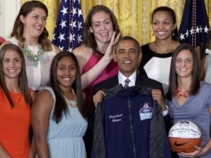 Barack Obama chifrinho basquete esporte atletas jogadoras universitário