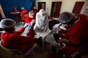 Detentos fazem tricô