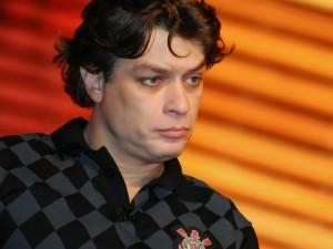 Fábio Assunção com camisa xadrez do Corinthians
