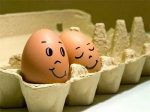 Ovos com rostinho desenhado