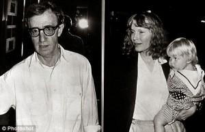 Woody Allen à esquerda, e Mia Farrow com Ronan Farrow à direita