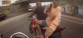 Vítima filma roubo de moto e tiros de policial em bandido