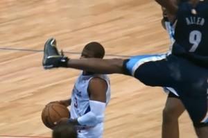 Chris Paul recebe chute de Tony Allen em partida da NBA