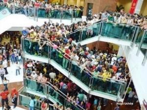 Encontro de jovens no shopping Metrô Itaquera