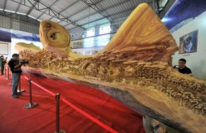 Escultura chinesa e madeira