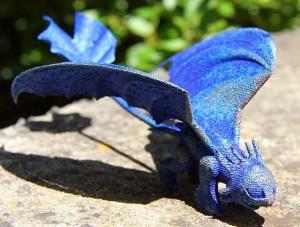 Dragão azul feito em impressora 3D