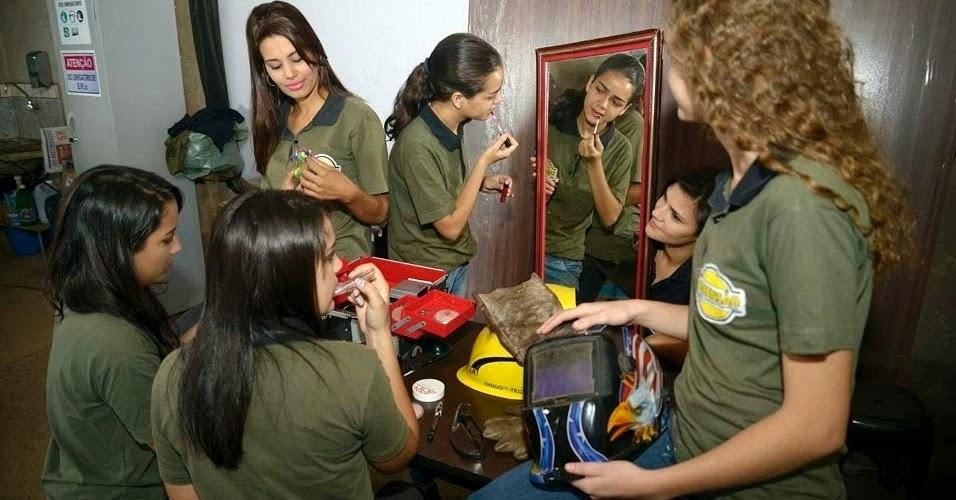 Mulheres em fábrica