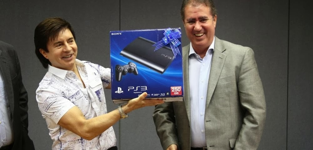 Xororó com PlayStation 3