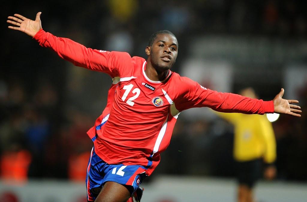 Atacante da Costa Rica Joseph Campbell comemora gol pela seleção