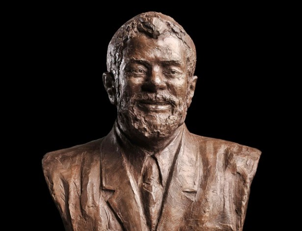 Busto de bronze do Lula