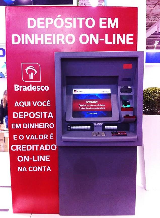 Caixa eletrônico do Bradesco que permite depósito em dinheiro sem envelope