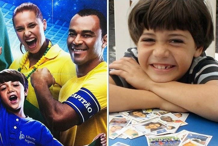 Gabriel Sampaio ao lado de figurinha dele na Copa