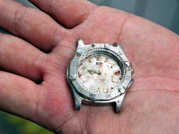 Relógio marcando hora da queda de avião