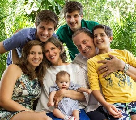 Eduardo Campos com esposa e filhos. Em família.