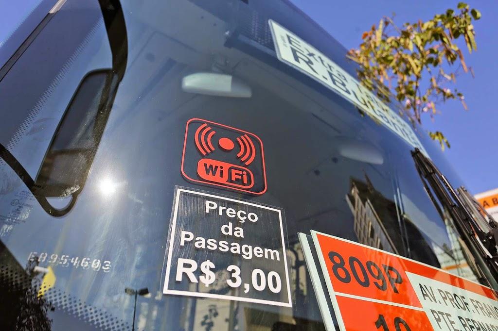 Ônibus com wi-fi e ar-condicionado