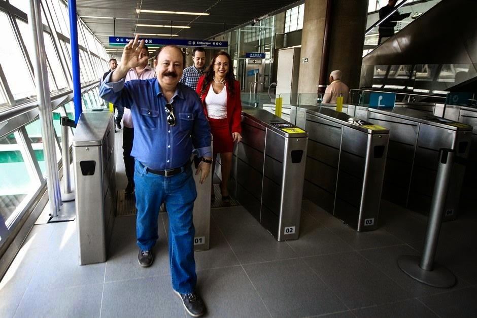 Levy Fidelix visita monotrilho de São Paulo