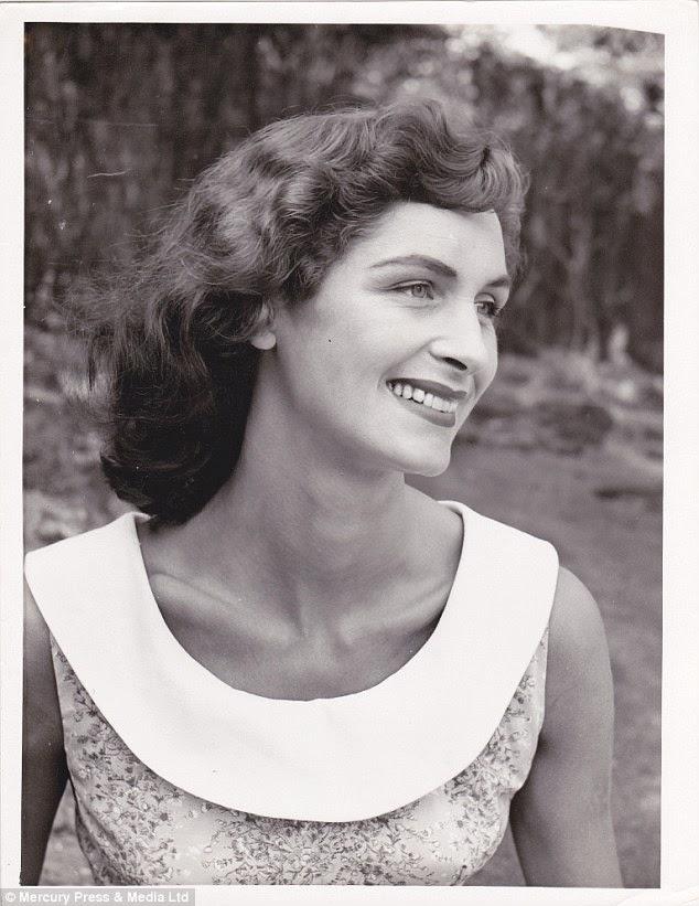 Daphne Selfe em foto PB quando era mais nova