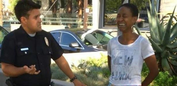 Danièle Watts chora diante de policial