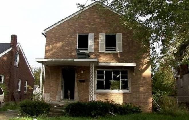 Homem quer trocar casa nos EUA por iPhone 6 01