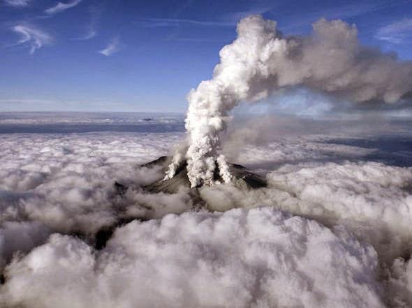 Vulcão no Monte Ontake em erupção