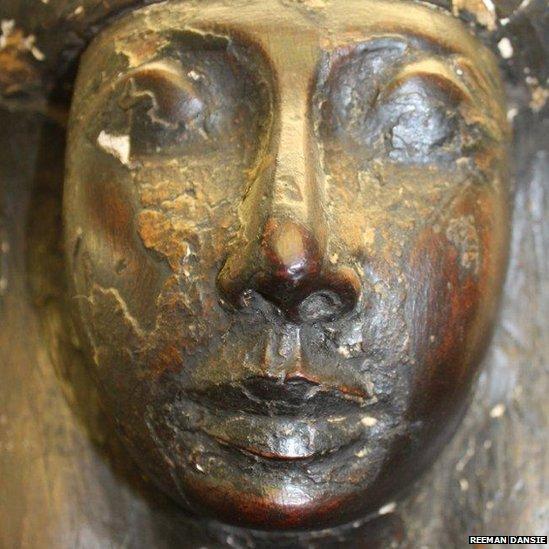 Sarcófago egípcio de 3 mil anos é encontrado em imóvel na Inglaterra 03