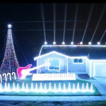 Espetáculo natalino de iluminação e música em casa de fã de Star Wars