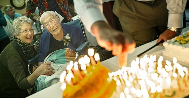Morre idosa de 114 anos que exigiu do Facebook que mostrasse sua idade