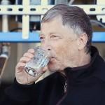 Bill Gates experimenta água extraída de fezes humanas