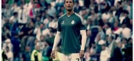 C. Ronaldo acerta bolada em garotinho e se desculpa com presente especial