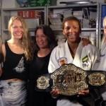 Ronda Rousey deixa cinturão do UFC em ONG de Flavio Canto4