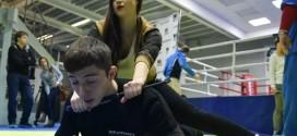 Rússia tem curso de defesa pessoal para usuários de pau de selfie