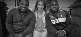 Amizade entre cego, amputado e jornalista emociona público na Paralimpíada