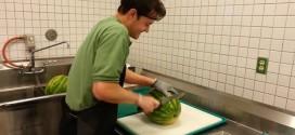 Como cortar uma melancia em poucos segundos