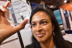 Estudante de 18 anos inventa tecnologia que recarrega celular em 20 segundos