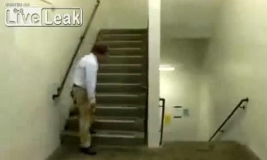 Vídeo da escada interminável é falso