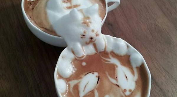 Artista japonês cria trabalho em 3D com espuma de leite em café