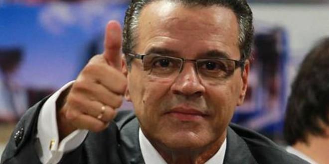 Presidente da Câmara usou avião da FAB para levar parentes a jogo da seleção
