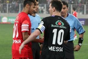 Neymar faz golaço em jogo festivo contra Messi