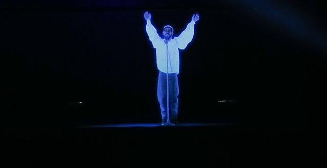 Show com holograma de Renato Russo emociona público em Brasília