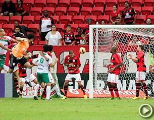 Flamengo leva gol do mesmo goleiro, 10 anos depois