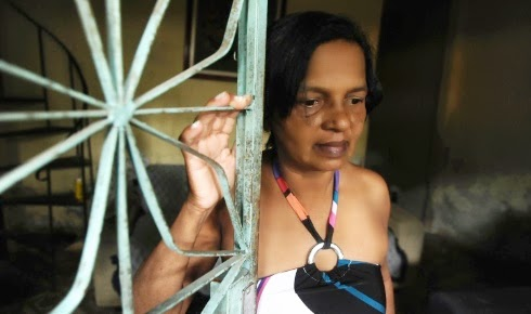 Ex-BBB Marielza vive de favor e trabalha como empacotadora em supermercado