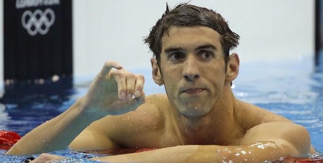 Michael Phelps confirma que nadadores urinam na piscina