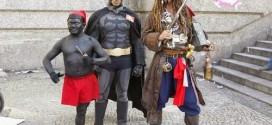Batman, Jack Sparrow e Saci-Pererê participam de manifestação dos professores no RJ
