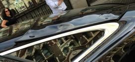 Luz refletida por arranha-céu derrete parte de carro de luxo em Londres