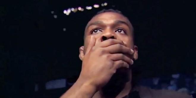 Video mostra Jon Jones e Urijah Faber chocados com derrota de Anderson Silva