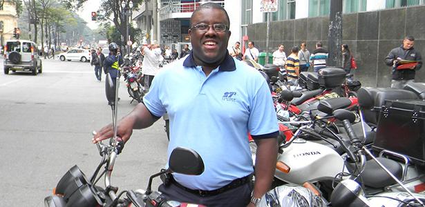 'Melhor motoboy' de São Paulo recebe homenagem na Câmara