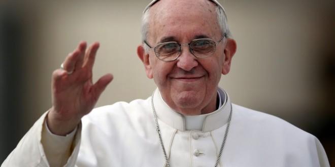 Papa Francisco quebra protocolo ao telefonar para fiéis